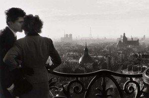 Paris, ville de l Amour et des Amoureux amoureux-paris-300x197