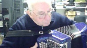 Le joueur d accordeon de la ligne 7 accordeon-300x168