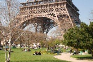 J'ai redécouvert la Tour Eiffel, il y a deux jours... jardin-champ-de-mars-300x201